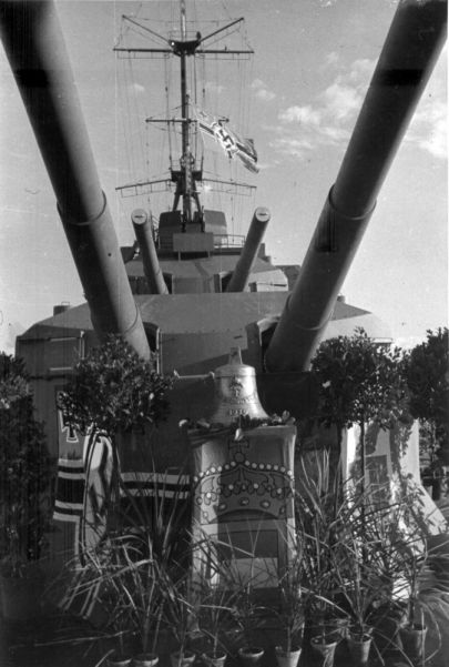 Prinz Eugen main armament decorated by crew