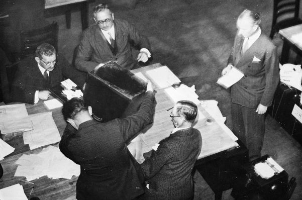 Counting the votes in the Saar plebiscite, which overwhelmingly favoured returning to the Reich.
