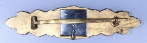 Reverse of the deluxe version of the Gold grade clasp, showing the unique retraining hook at the top of the centre and the single rivet securing the backing plate. These versions, produced only by C E Junker of Berlin, were never marked.